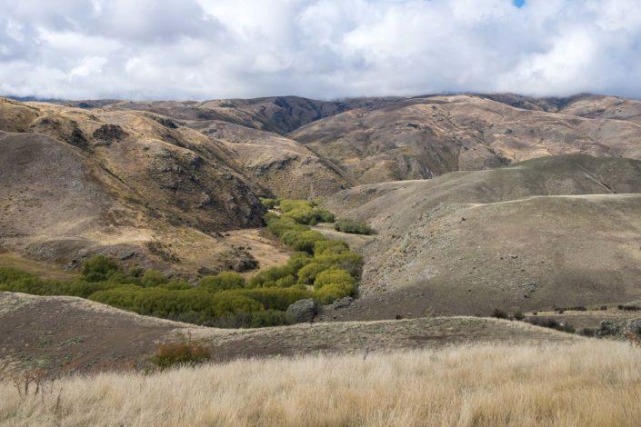 Hügellandschaft am Lidis Pass
