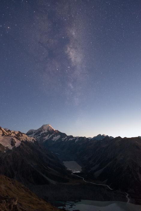 Milchstraße über Mount Cook im Morgengrauen