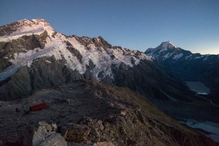 Mount Sefton und Mount Cook bei Morgengrauen